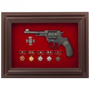 Револьвер и ордена